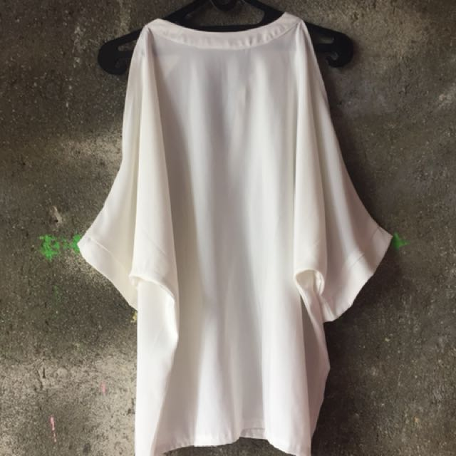 Cut-Out Shoulders Top by Mayoutfit