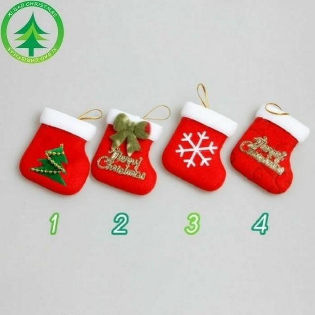 Dekorasi natal gantungan kaos kaki santa