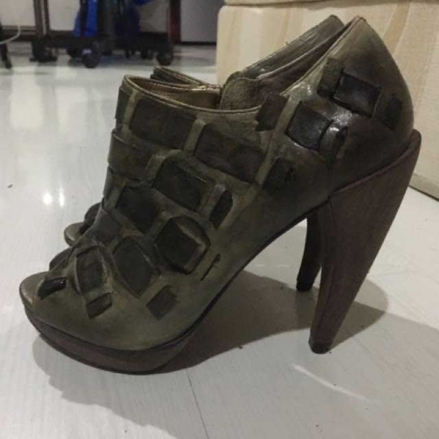 Dumond Heels