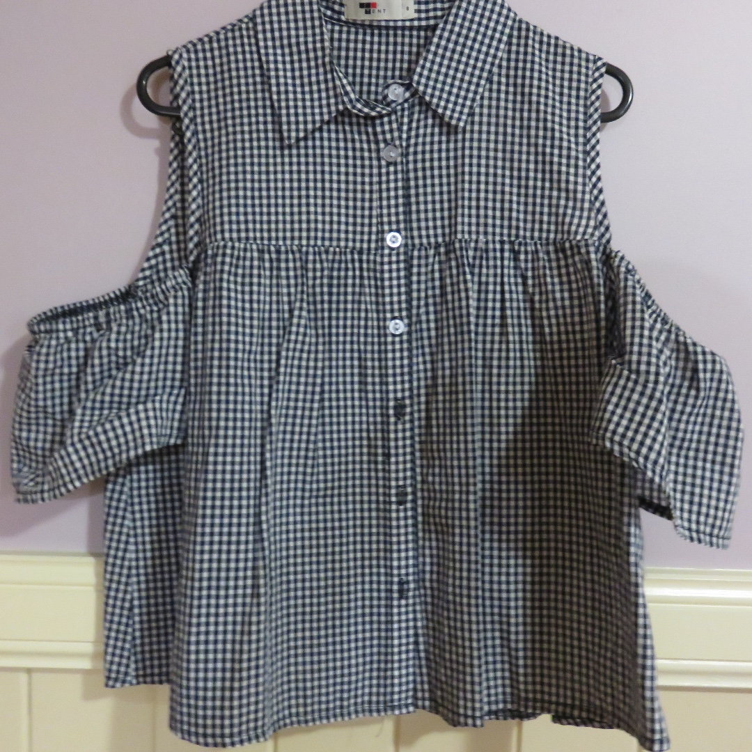 Gingham Pattern Cold Shoulder Top Size 8