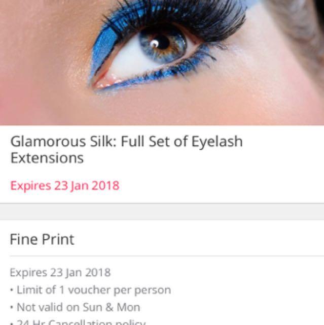 Glamorous set of eyelash extensions voucher