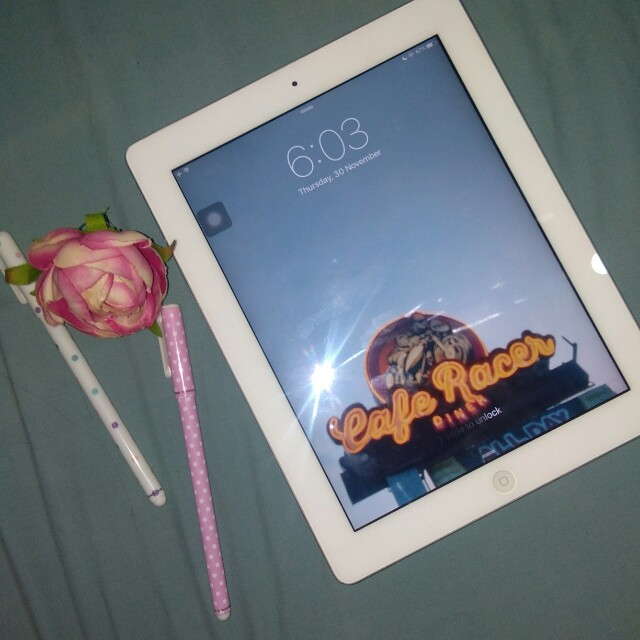 IPAD 2 (16GB) rush sale/negotiable