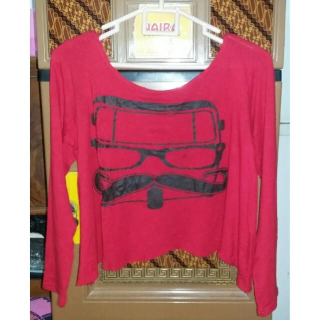 Kaos merah kumis