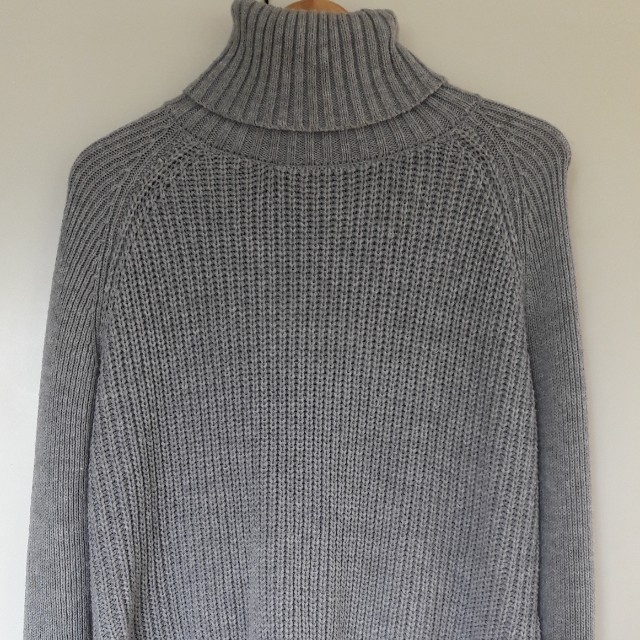 knitted grey jumper