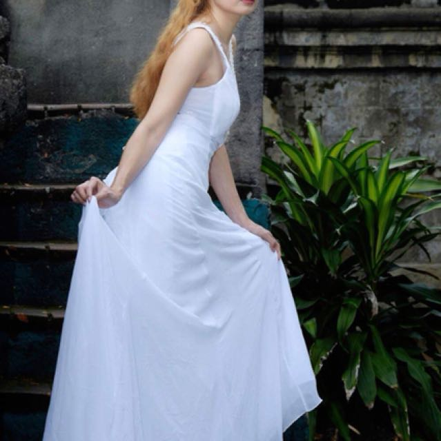 Long trail gown for rent only