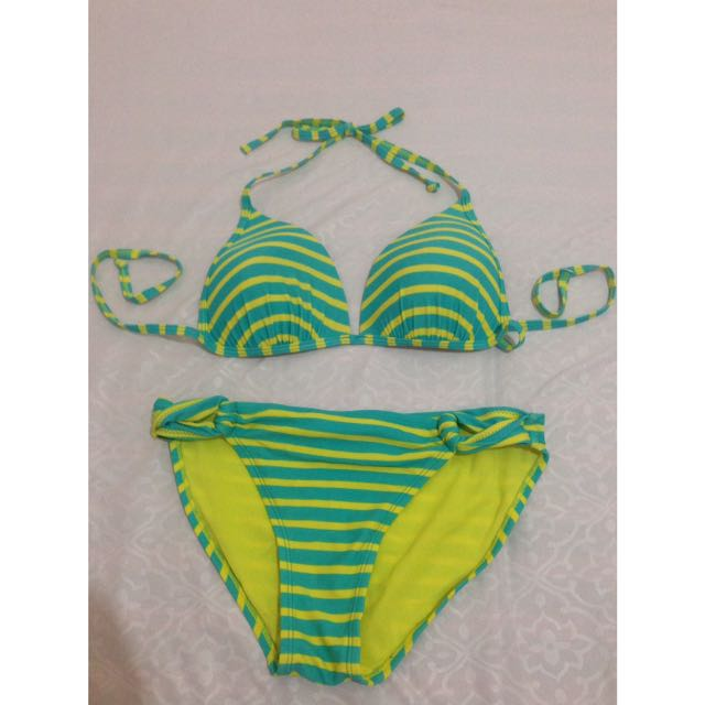 Old navy two piece swimsuit