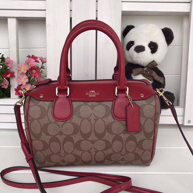 Ready stock: Coach signature small bennet