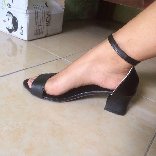 Sepatu Heels tahu
