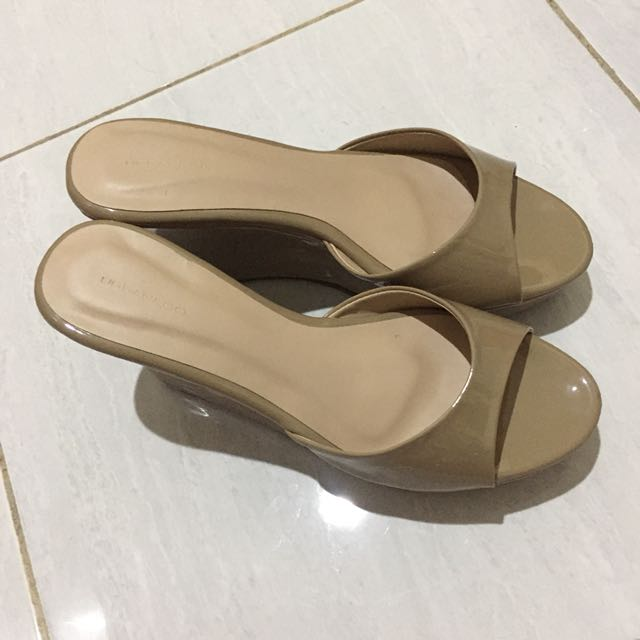 Sepatu Wedges merek Urban & Co