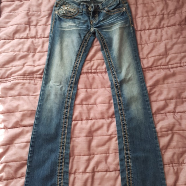 Size 0 low rise medium wash jean
