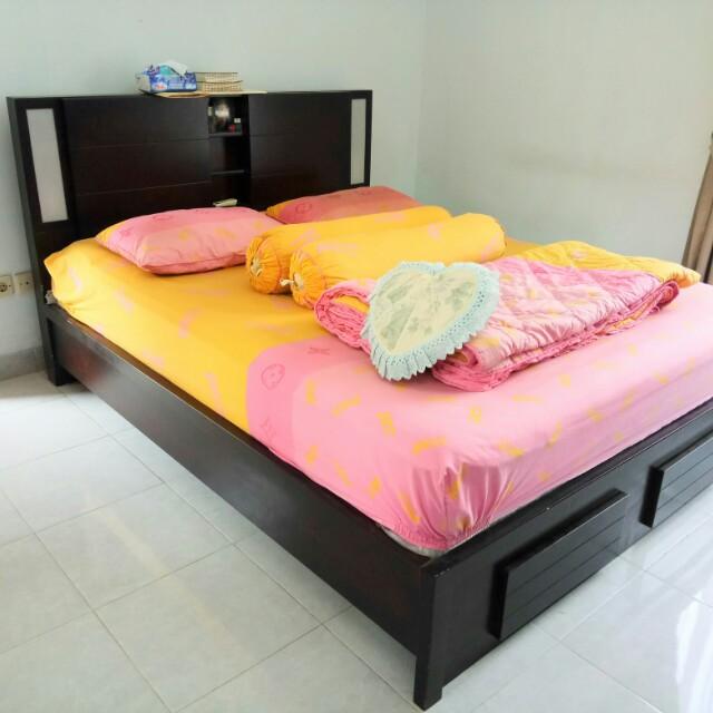 tempat tidur kayu include matras nya QUEEN SIZE
