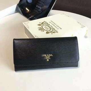 Prada Long Wallet 水波紋  粉紅/黑色 現貨 現貨粉紅1個,黑色1先留先得。  連盒塵袋  冇卡