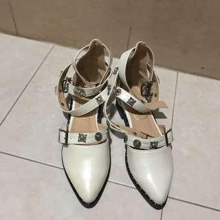 白色低跟尖頭鞋 38號碼