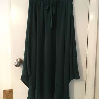 Green mirrou skirt. Size large fits mediums