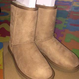 UGG Chestnut brown short boots New