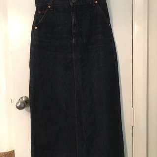 Long denim Levi's skirt. Size s-m