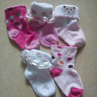 Kaos kaki bayi/Balita
