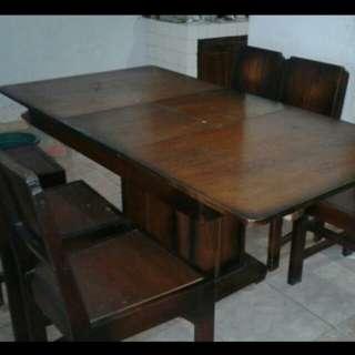 Satu set meja makan kayu jati kuno