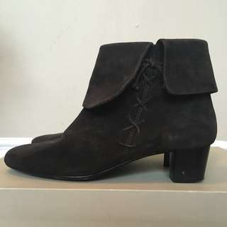 Suede brown boots