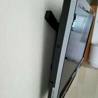 """Phillips 42"""" with wall mount"""