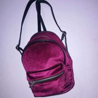 Pull n Bear mini bagpack velvet