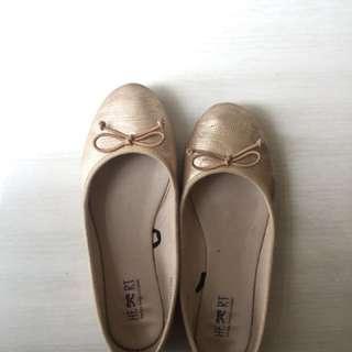 Flatshoes TLTSN Gold ukuran 36-37