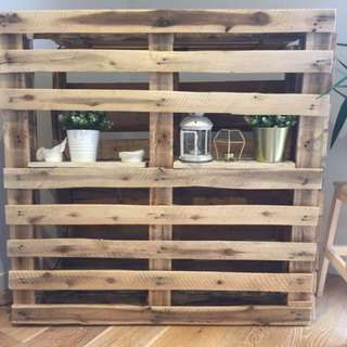 Pallet Tv shelf
