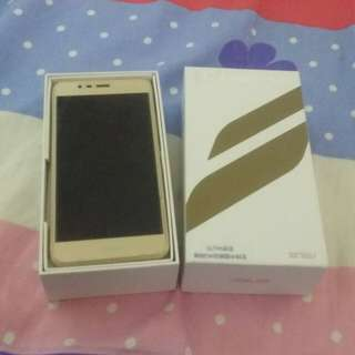 Zenfone Asus dual sim card mobile 32gb gold colour 99 persent new no aney scrach 100 working with box just no charger and handset