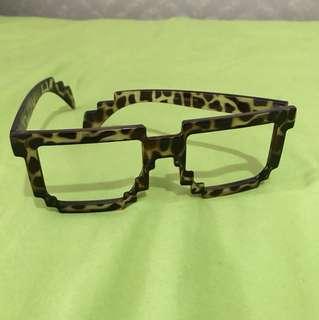 Kacamata unik motif
