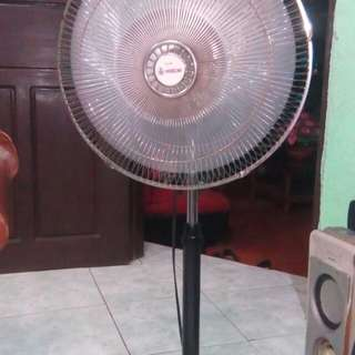 Good condition electric stand fans