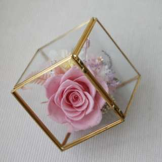 Preserved flowers gold geometric cube
