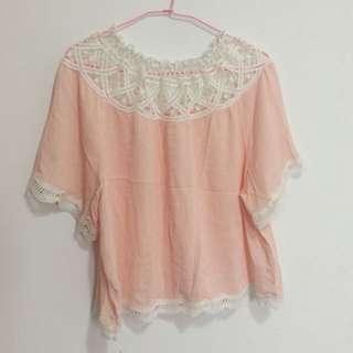 🚚 粉色鏤空一字領上衣