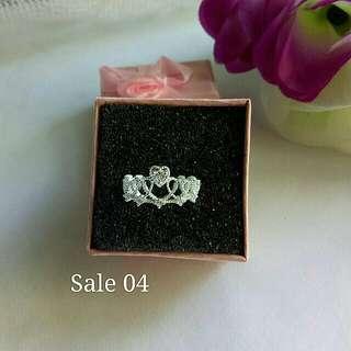 Crown ring for ladies