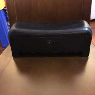 全新極罕有黑檀木枕頭一個,木身極重,有手感,太子地鐵站交收