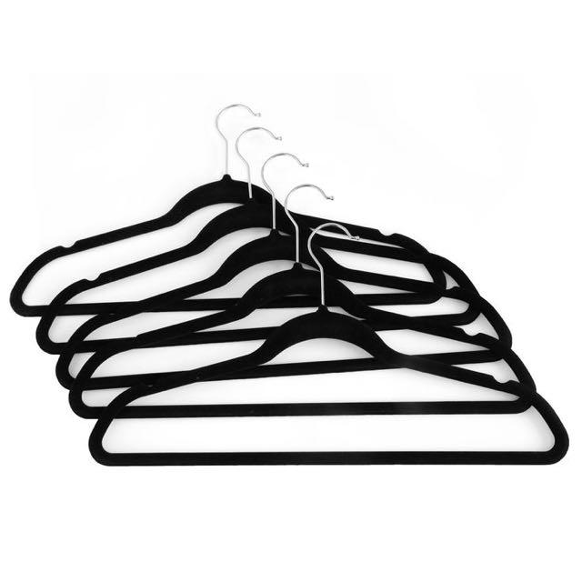 25 Black Velvet Hangers