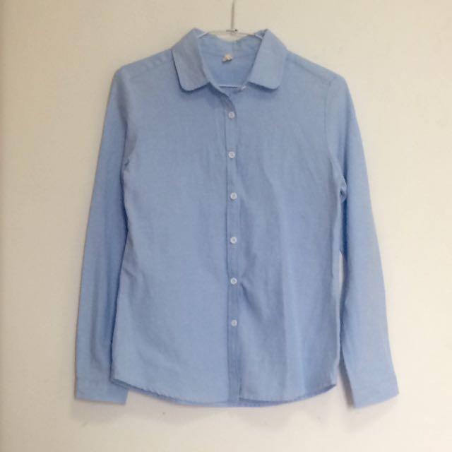 水藍色襯衫