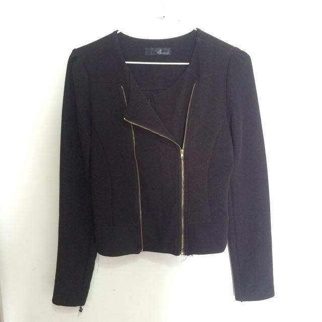 黑色短外套