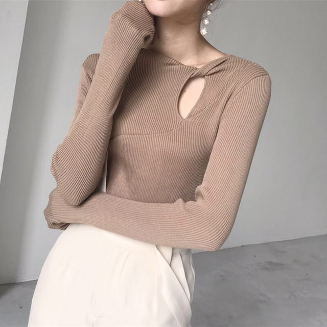 韓 設計款 露鎖骨 小女人 百搭 復古 彈性 針織 上衣 現貨