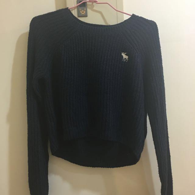 A&F 深藍色短版針織上衣