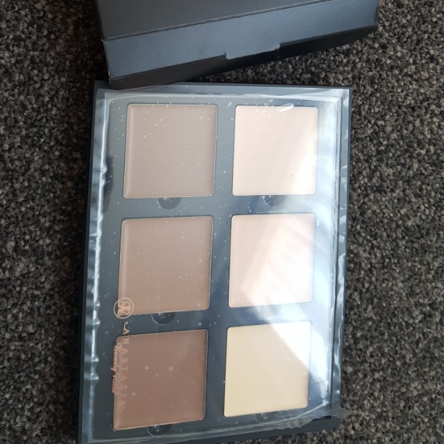 Anastasia Beverly Hills Contour Kit LIGHT