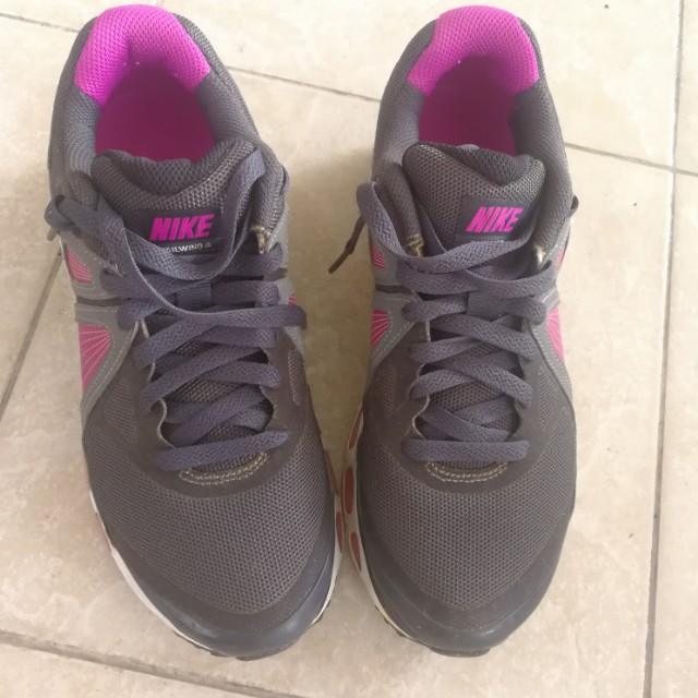 AUTHENTIC Nike air max sport shoe
