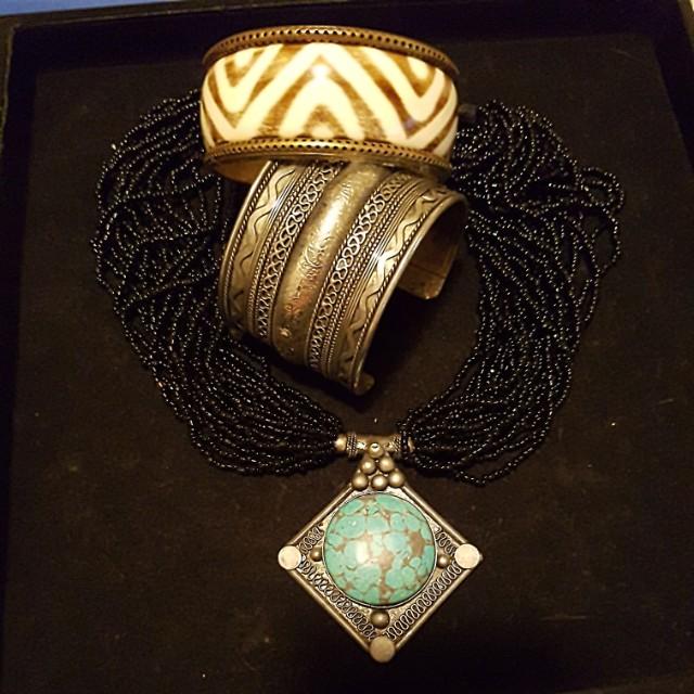 Beautiful necklace/bangle set