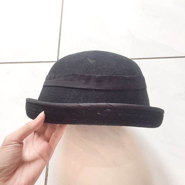 Black retro hat