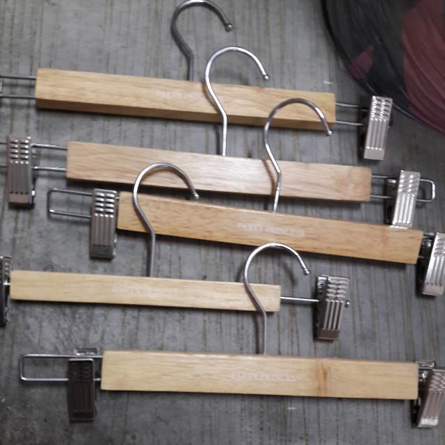 Boutique Quality Wooden Hangers (Set Of 8)