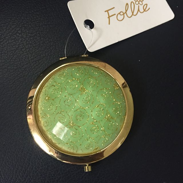 Follie pocket mirror with cover