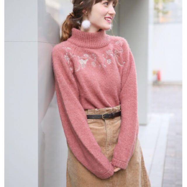 Heather高領刺繡毛衣 梅粉色