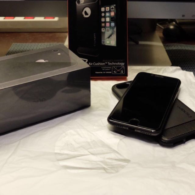 Iphone 8 64 gb 2 minggu pakai dari apple store singapore