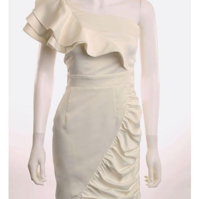 LIPSY LONDON WHITE ONE SHOULDER RUFFLE DRESS SIZE UK/AUS 8 US 4