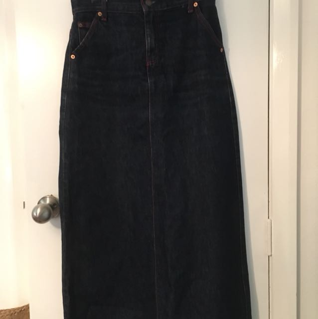 Long denim Levi's skirt. Size s-m