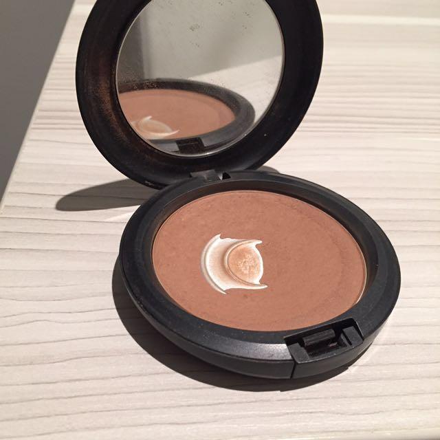 Mac bronzing powder
